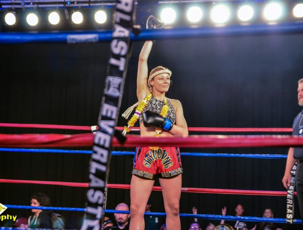 lisa edinger pro muay thai champion